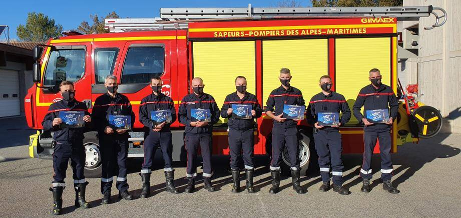 Le thème du calendrier 2021 : les différents services de la caserne et les personnels soignants avec qui, les soldats du feu, collaborent toute l'année.