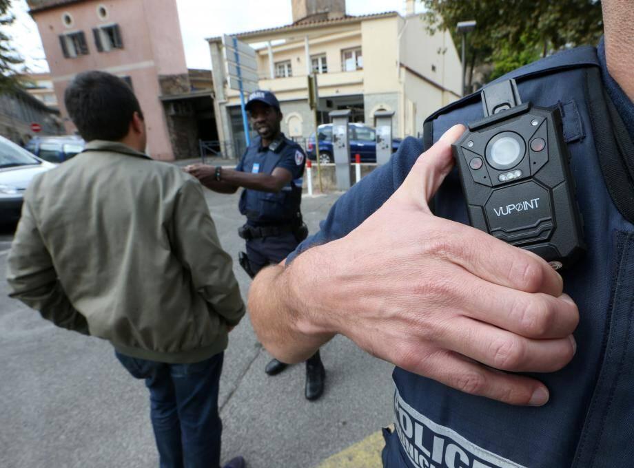 Bon nombre de polices municipales sont déjà équipées de caméras-piétons.