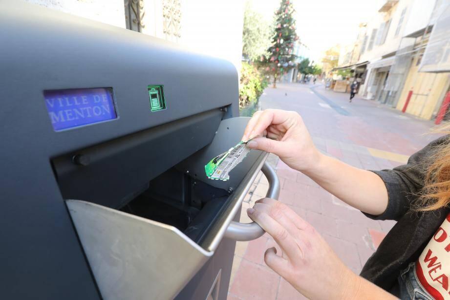 À l'heure actuelle, une vingtaine de ces poubelles connectées sont installées dans les rues les plus fréquentées de la ville.
