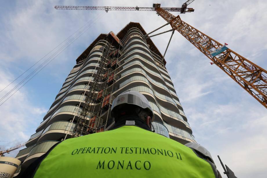 La première tour domaniale atteint déjà quinze étages (sur 30 à construire). Dans les niveaux inférieurs, certains appartements seront déjà finalisés à la fin de l'année.