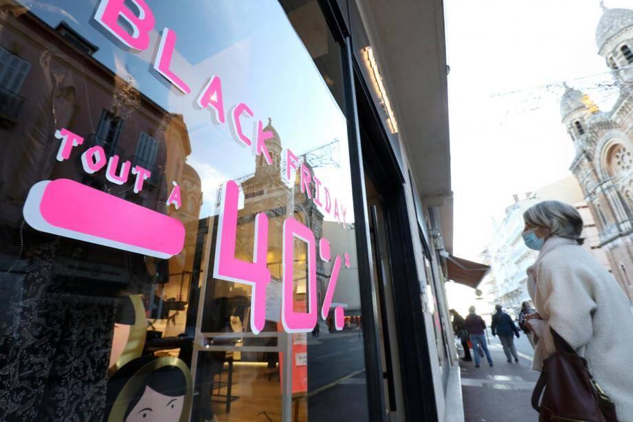 Une semaine à peine après la réouverture des magasins considérés comme ''non-essentiels'', la journée de promotions venue des États-Unis ne fait, globalement, pas le bonheur des marchands.
