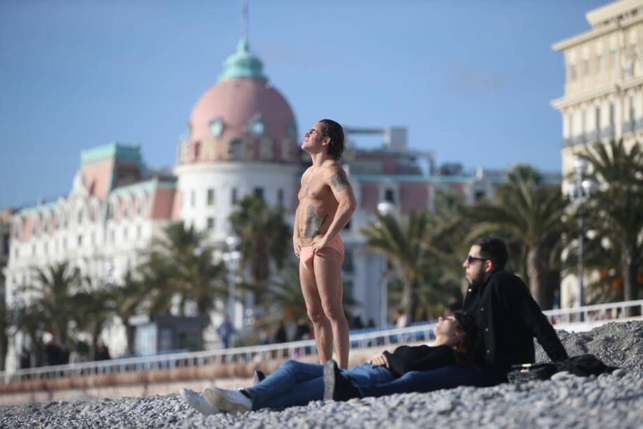 Beau temps le jour du réveillon de Noël à Nice (illustration).