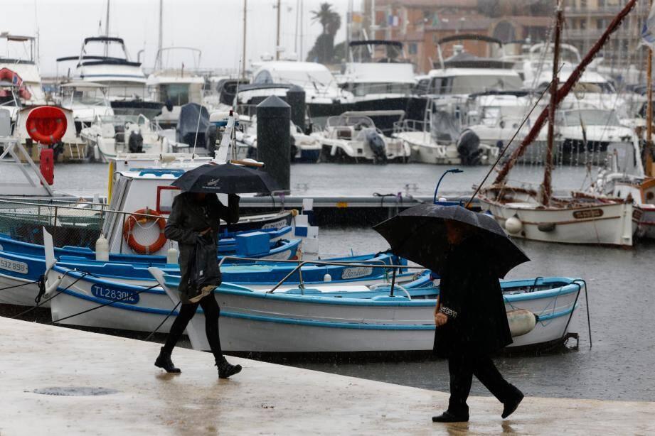 La pluie sur le port de Sanary.