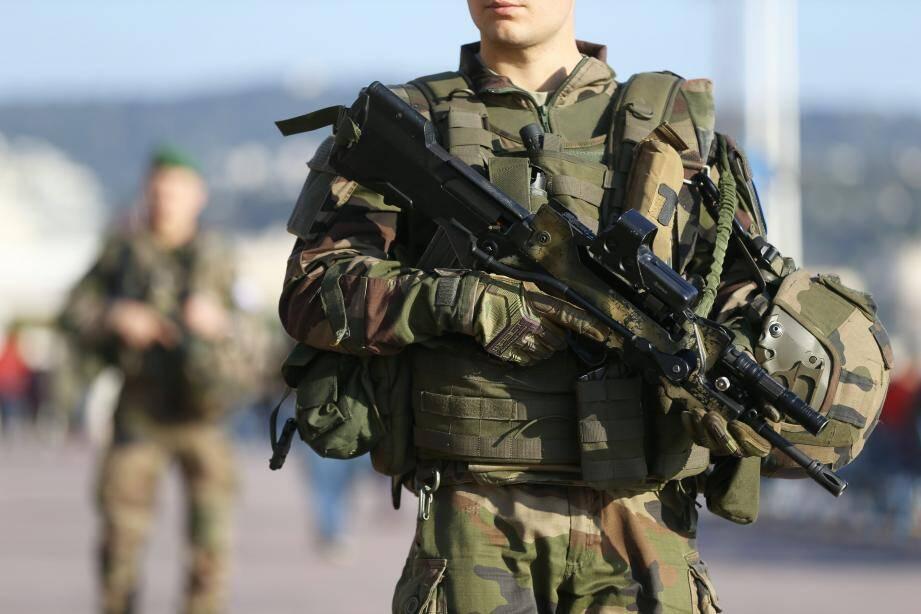 Illustration.  Nice, France, dec 30th 2016 Soldiers are patroling on the Promenade des Anglais  (MaxPPP TagID: maxmatinnews369809.jpg) [Photo via MaxPPP]