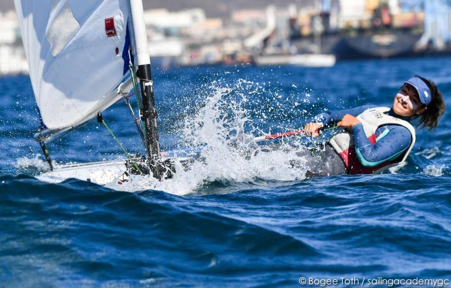 Exilée depuis plus d'un mois aux îles Canaries, Marie Barrué se prépare déjà en vue des Jeux olympiques de Paris 2024.