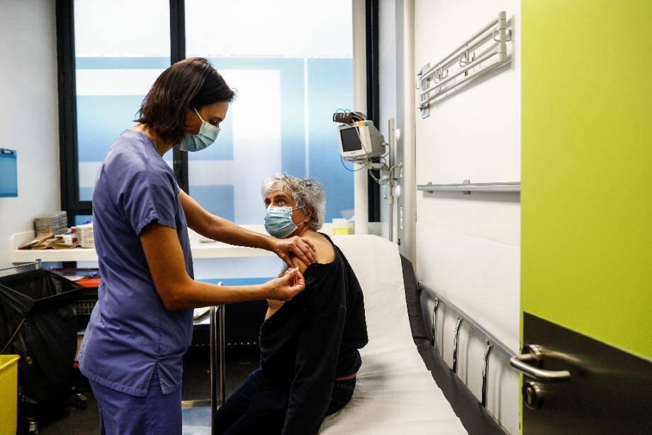 Vaccination de soignants le 2 janvier 2021 à l'Hôtel-Dieu, à Paris