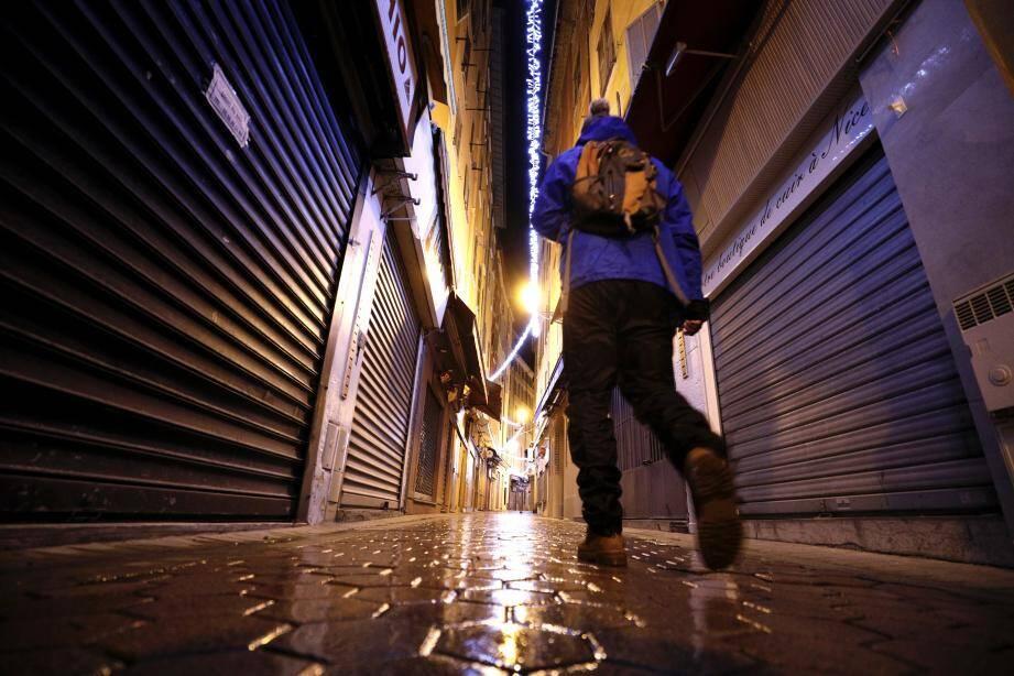Après 18 heures, ce samedi soir, les rues du Vieux Nice étaient vides.