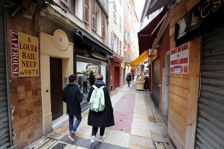 Dans le Vieux-Nice, les locaux commerciaux disponibles semblent se multiplier. Globalement pourtant, il n'y a pas eu de multiplication des faillites de commerces par rapport à l'an dernier à Nice. Mais le marasme menace.