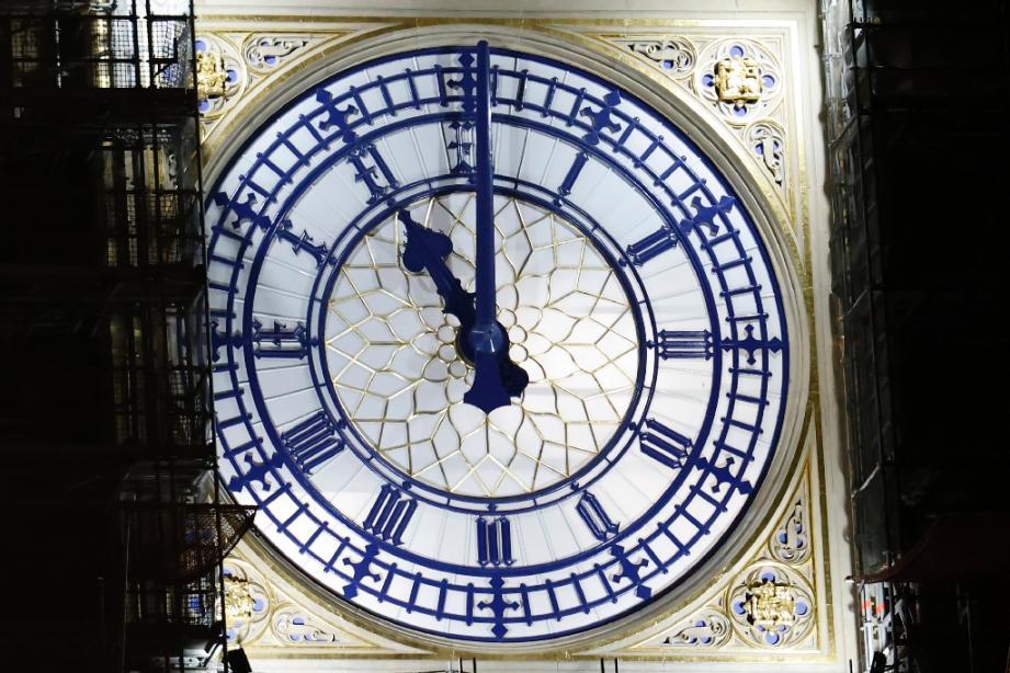 Big Ben marque 23h, l'heure du départ du Royaume-Uni du marché unique européen, le 31 décembre 2020 à Londres