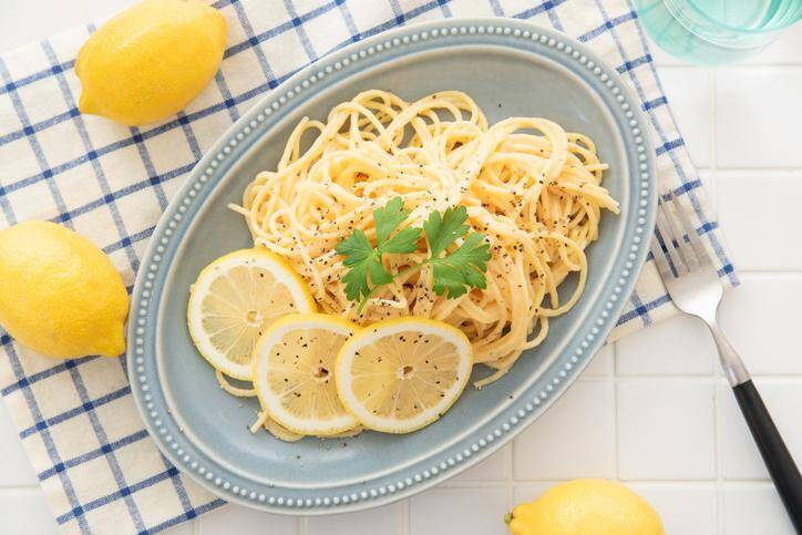Cream pasta with a slice of lemon