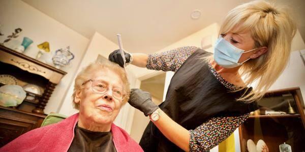 Les coiffeurs à domicile ne sont pas autorisés à travailler.