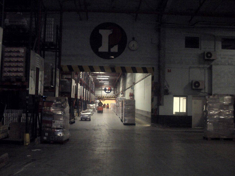 Les préparateurs de commande travaillent dans les entrepôts de Lecasud situés au Luc.(DR)
