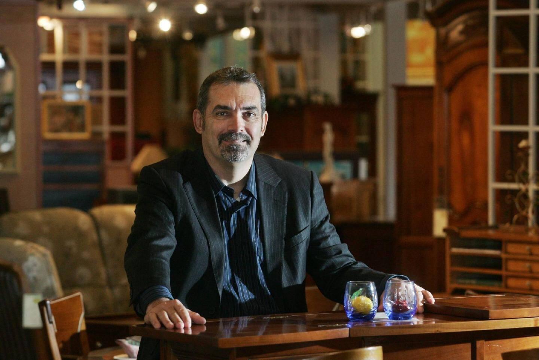Michel Gilly, directeur général, mise sur le sur-mesure, l'accueil des clients et l'originalité des produits estampillés Meubles du Luc.