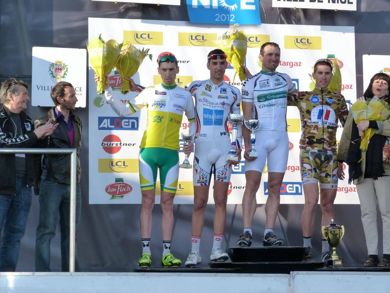 Les coureurs récompensés sur le podium par Davide Rebellin, Suzanne Nucéra et Jacques Valentini.