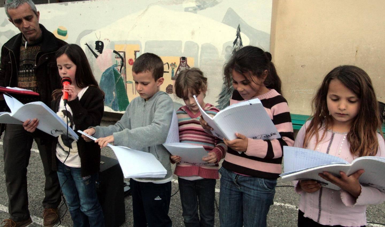 Les élèves de la classe de CE2 de Noémie Gazaix ont écrit et lu un texte influencé par Yves Ughes.