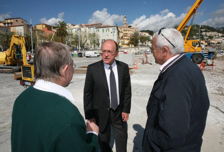 Le député-maire est venu s'enquérir de l'avancement du chantier auprès des spécialistes du conseil général.