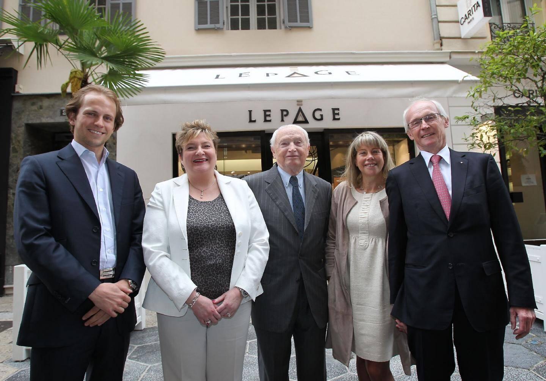 Cinq générations d'amour du bijou et des mont - 16682497.jpg