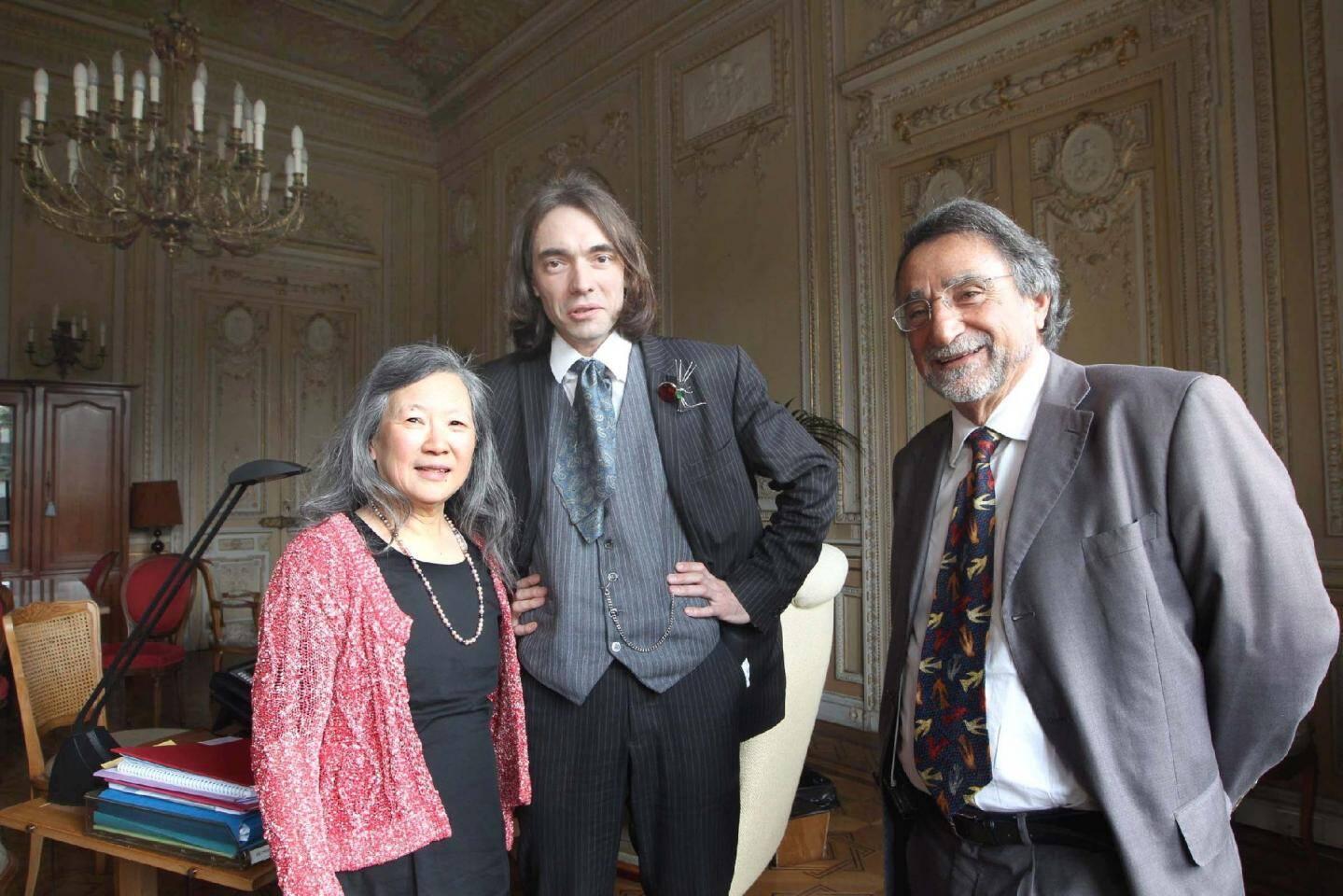 Cédric Villani, en présence du président de l'université Nice-Sophia Antipolis, Albert Marouani et de Tsou Sheung Tsun, présidente du centre international de mathématiques pures et appliquées.