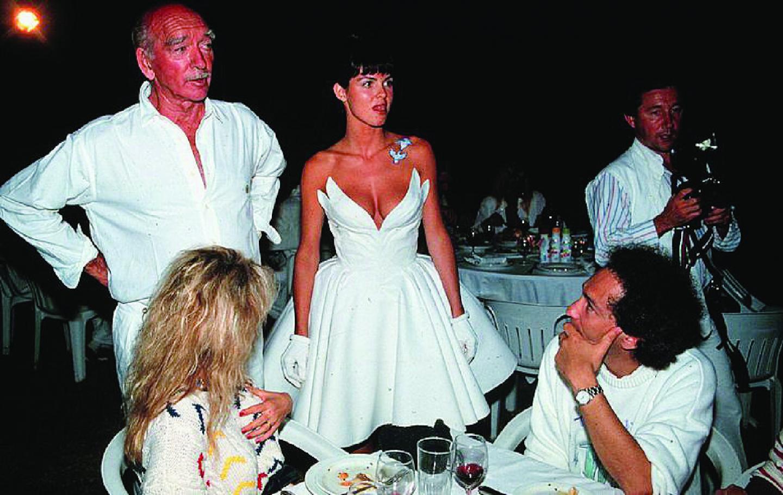 1989, Eddy Barclay se remarie. Michel Berger à Cannes en 1986. La villa du chanteur à Ramatuelle le lendemain de son décès et le court de tennis où il a fait un malaise. Le corps de l'artiste quitte la morgue de l'hôpital de Saint-Tropez pour Paris le 5 août 1992.