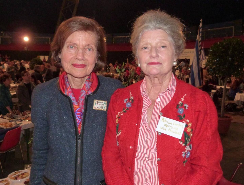 À gauche, Jane D'Amico la présidente de la kermesse œcuménique et Patricia Lamblin, la vice-présidente.