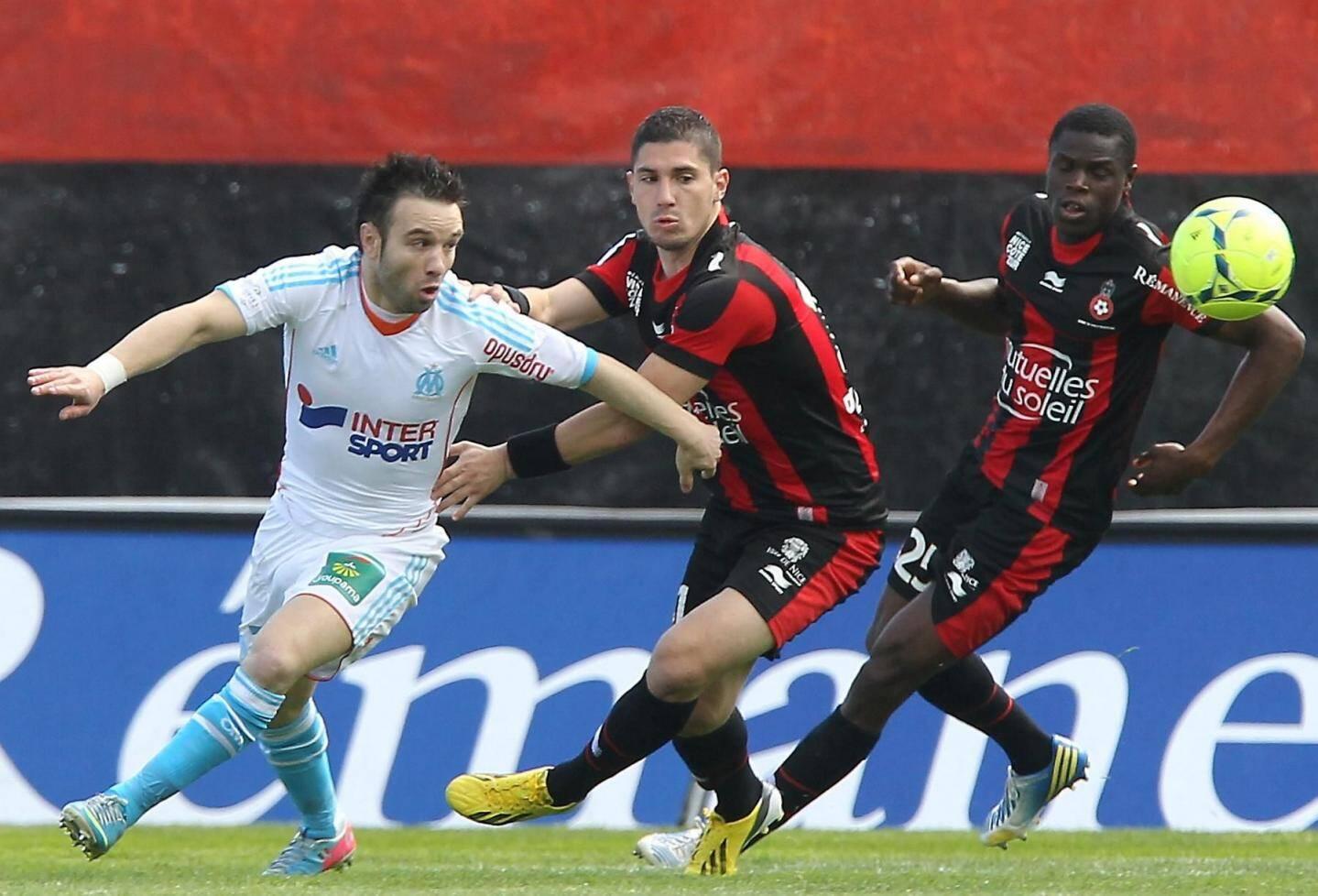 Valbuena échappe à Pied et Genevois, et Marseille prive Nice d'une place sur le podium. L'OM devance désormais de six points le Gym, toujours cinquième de Ligue 1.