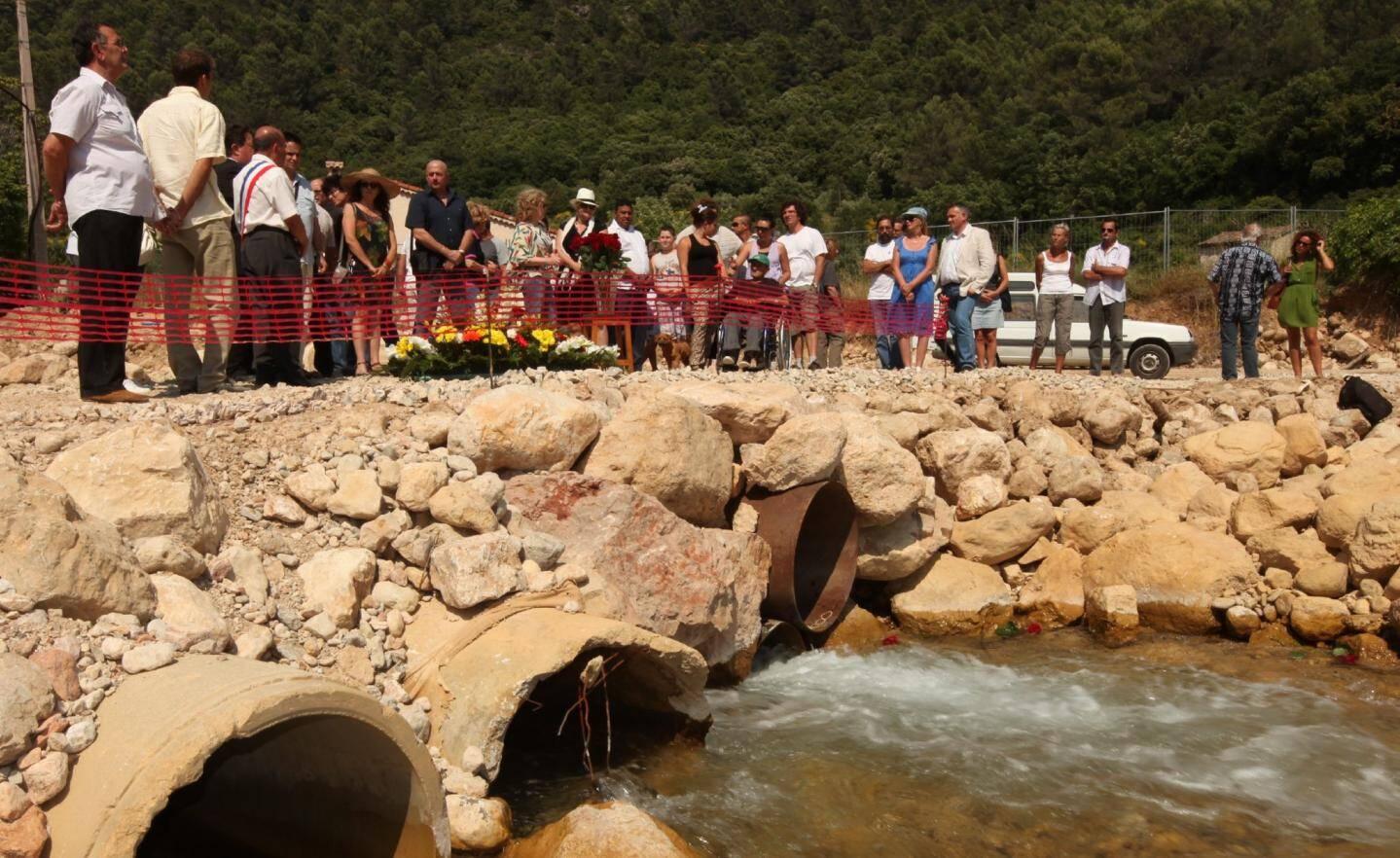 Hier à Draguignan, la cérémonie commémorative de la catastrophe meurtrière du 15 juin 2010 a rassemblé dans l'émotion les familles des victimes, des représentants de l'É tat, des services de secours et de la sécurité, des élus et de nombreux habitants de la Dracénie.