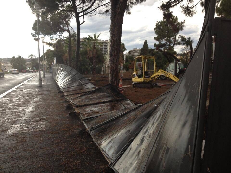 Intempéries sur la Promenade des Anglais à Nice