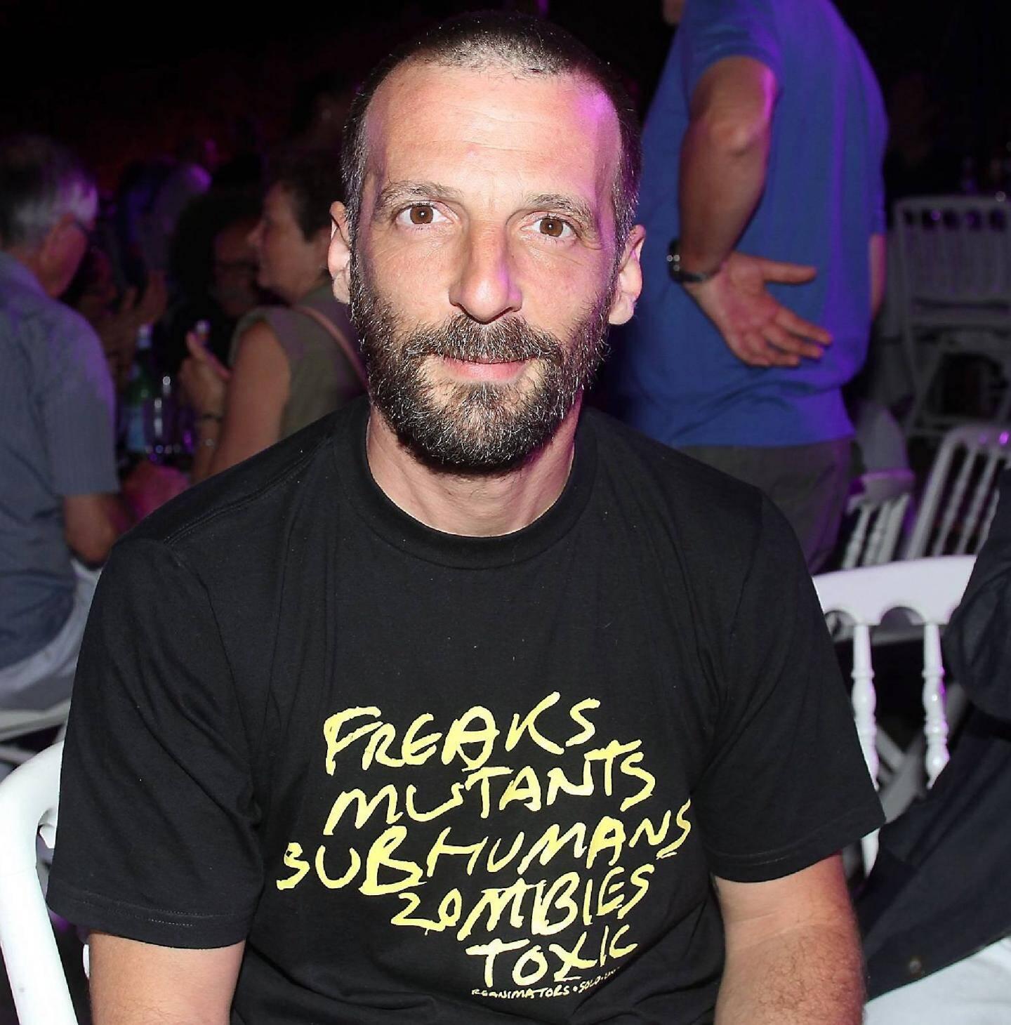 Mathieu Kassovitz, venu regarder les hommes tomber.