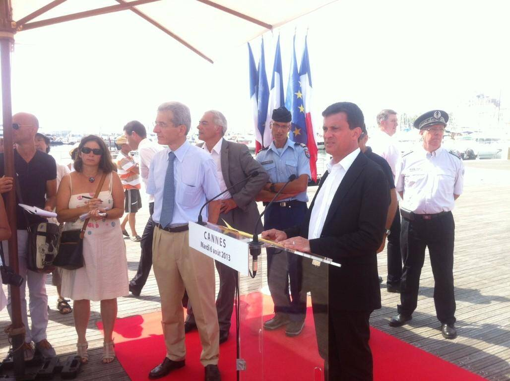Valls en conférence de presse à Cannes