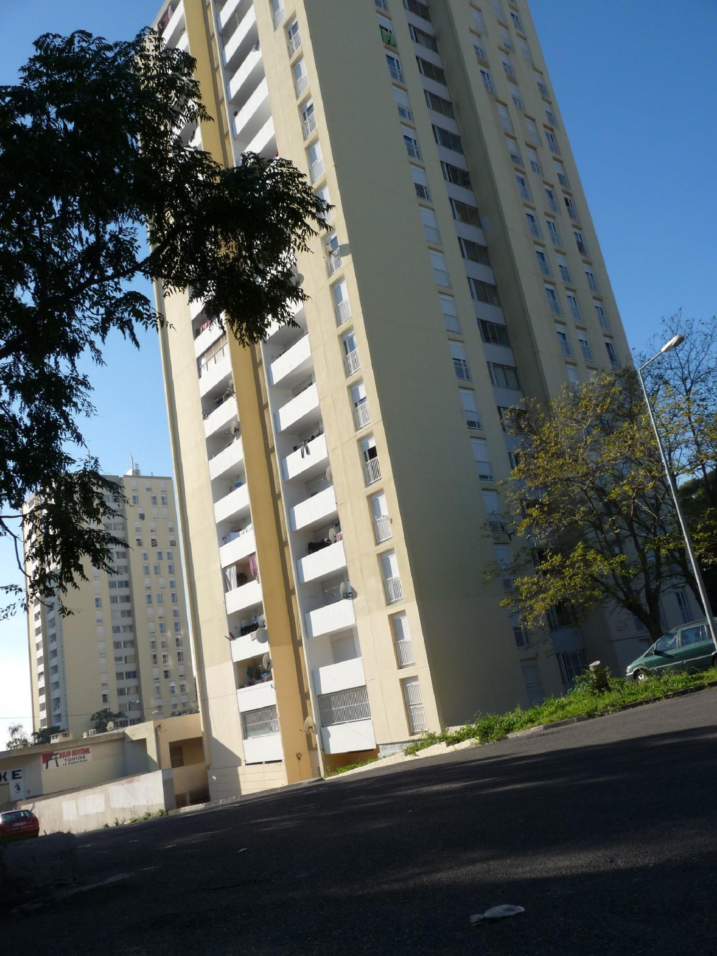 Une tour du quartier de la Beaucaire, à Toulon.