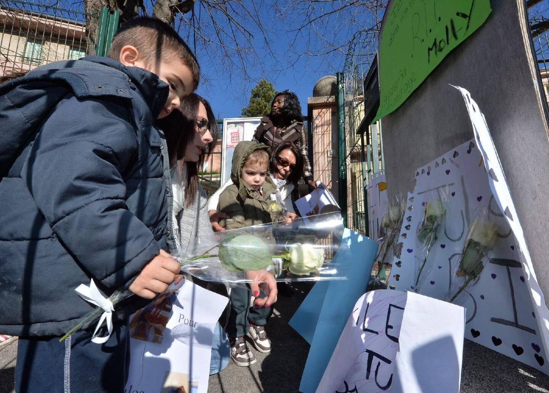 Une soixante de Sospelois, anonymes, proches ou amis de Jules et sa maman, a participé à la marche blanche.