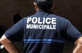 Un policier municipal