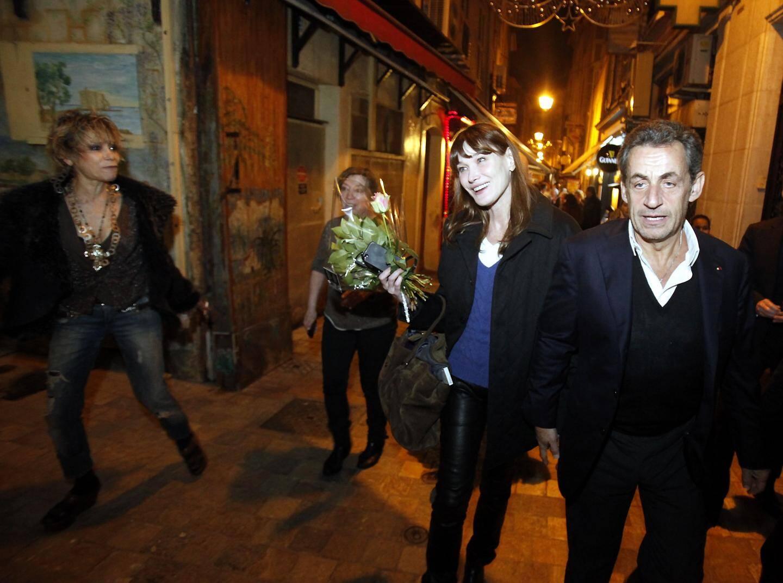 Carla Bruni et Nicolas Sarkozy hier soir à Cannes après le concert donnée par l'épouse de l'ancien Président au Palais des Festivals.