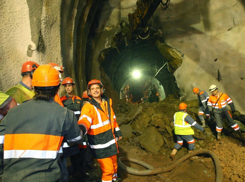 3 mars 2011, les deux fronts du percement du second tube du tunnel de Toulon se rejoignent