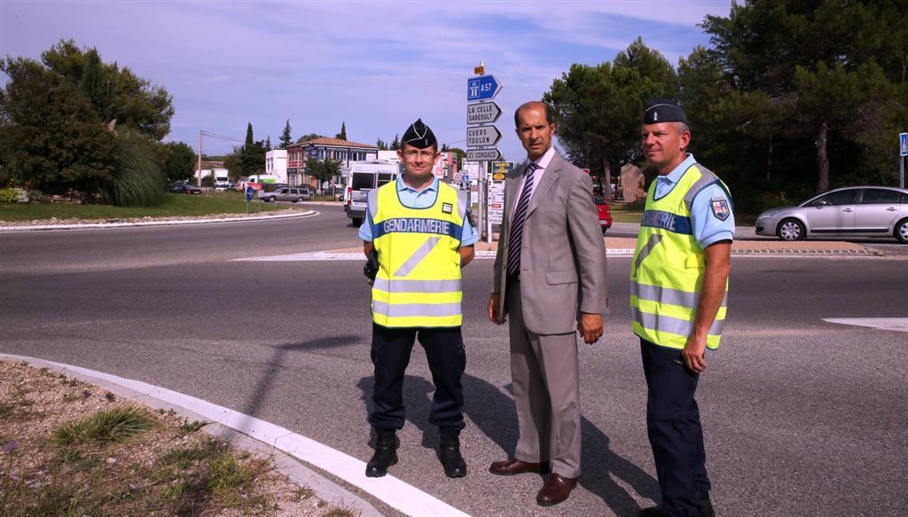 Le sous-préfet, Raymond Yeddou était ce vendredi après-midi à Brignoles  lors des contrôle routiers dirigés par le commandant Lebeau, chef de la compagnie de gendarmerie de Brignoles, et son adjoint, le capitaine Lewandowsky.
