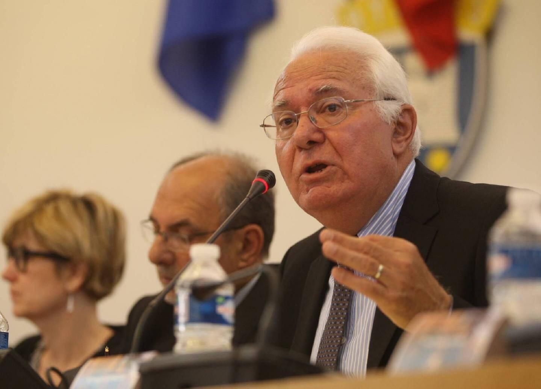 Illustration de Jean-Pierre Giran, maire UMP de Hyères