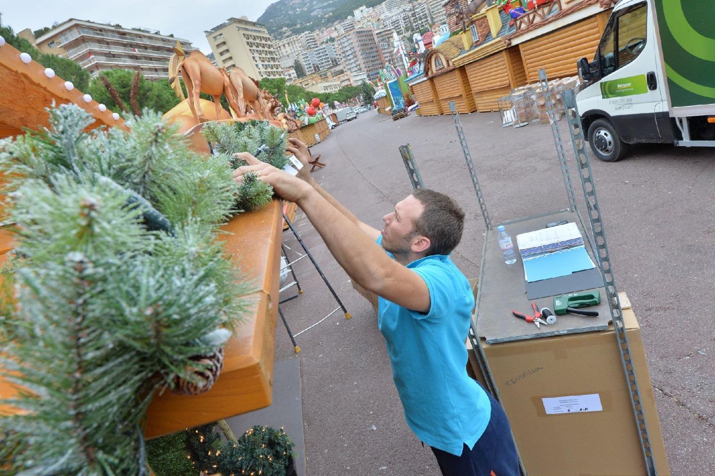 Le village bientôt prêt pour « Noël par-dessu - 27537101.jpg