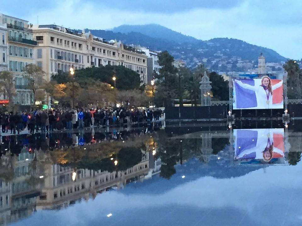 Rassemblement à Nice sur la promenade du Paillon pour Camille Muffat