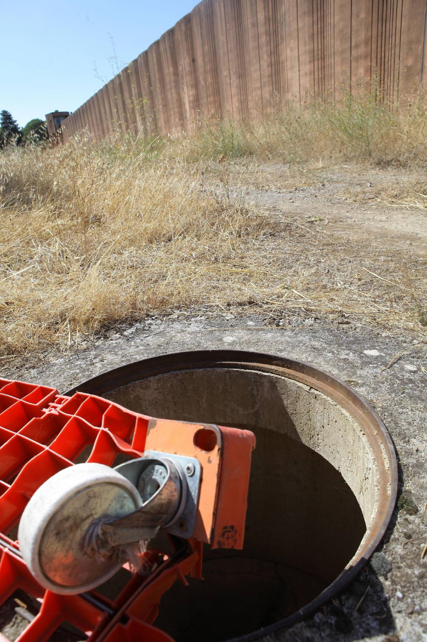 Prison : une décharge et un terrain de jeux  - 30215106.jpg