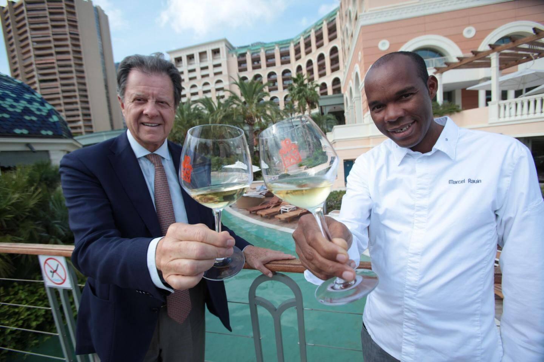 Sergio Mangini, directeur général, et Marcel Ravin, chef du restaurant gastronomique Blue Bay et chef exécutif de l'hôtel, dans l'aventure du Monte-Carlo Bay depuis sa création.
