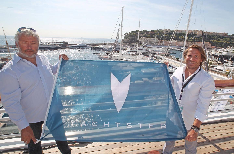 Yvan Bourgnon, navigateur franco-suisse, ambassadeur de Yachtster, l'entreprise d'Anthony Brisacq, était au Yacht-Club pour présenter le site créé il y a un an.