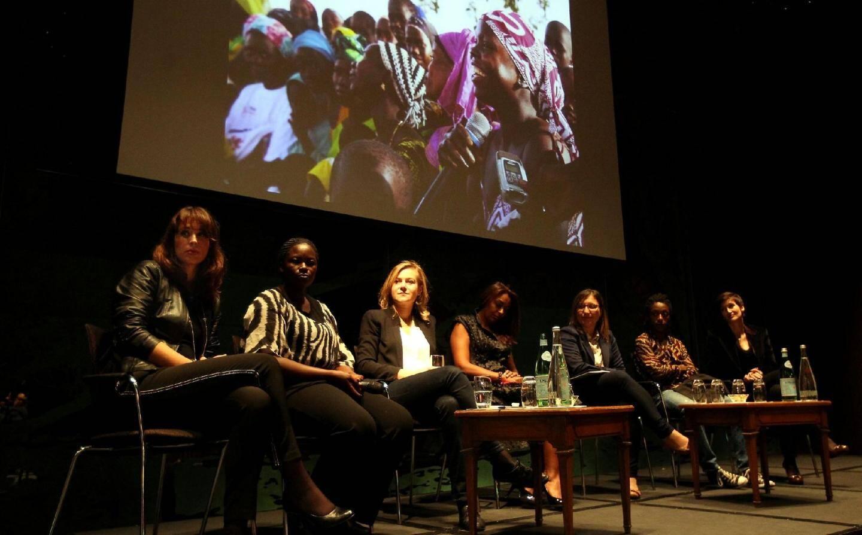 Toutes ces femmes sont mobilisées pour lutter contre la plus grande cause de mortalité féminine dans le monde : la maternité.