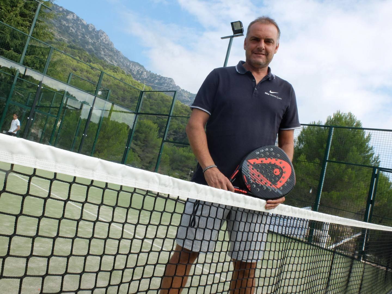Christian Collange, le directeur du Tennis Soleil. Ci-contre, Didier Deschamps ex-entraineur de l'ASM (à droite) était en guest au master.