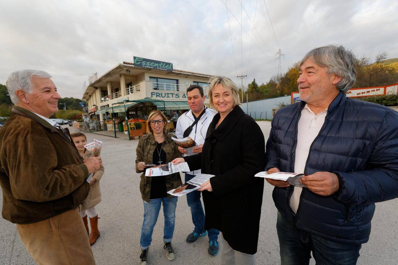 Frédérique Connat a tracté avec Philippe Moulin, François Coulombeau, Carine Pinet et Noël Cattaneo hier après-midi à l'espace Donna.