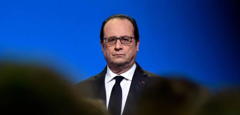 François Hollande, visiblement pas content de ce que vient de lui apprendre Stéphane Guyot sur son élection