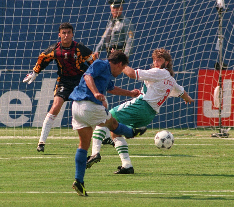A Veliko Tarnovo, son village natal, Trifon Ivanov était le Roi. Au sens propre. Le défenseur central a aussi été un taulier en équipe de Bulgarie (ici face à l'Italie durant la demi-finale du Mondial 94).