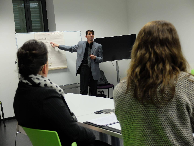 Marc Manouguian anime bénévolement des ateliers à CréACannes.