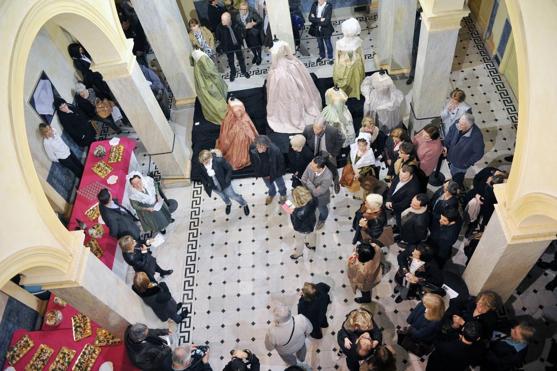 Lors de l'inauguration officielle de l'exposition La Mode en Provence, programmée jusqu'au 10 avril.