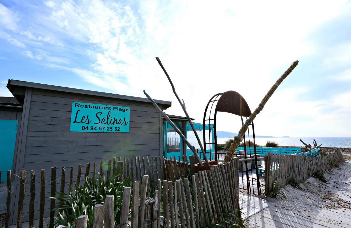 La plage Les Salinas à l'Almanarre vit sa dernière saison cet été, elle sera démontée cet automne.