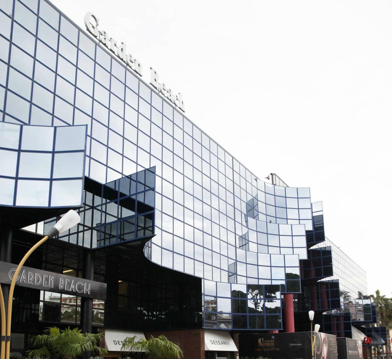 L'architecte des Bâtiments de France a imposé au groupe Chetrit de ne pas toucher à la façade en verre de l'établissement. Il devra s'y plier pour agrandir son hôtel, après le départ du casino.
